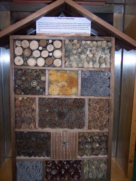 Cabanes d coratives le blog de denise les povottes - Cabane a insectes ...